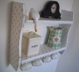 Gewürzregal / Küchenregale mit Spitzenbesatz und Tassenhaken, Rosen-Motiv, Shabby Chic-Stil, klein, 54cm x 45cm, Weiß -
